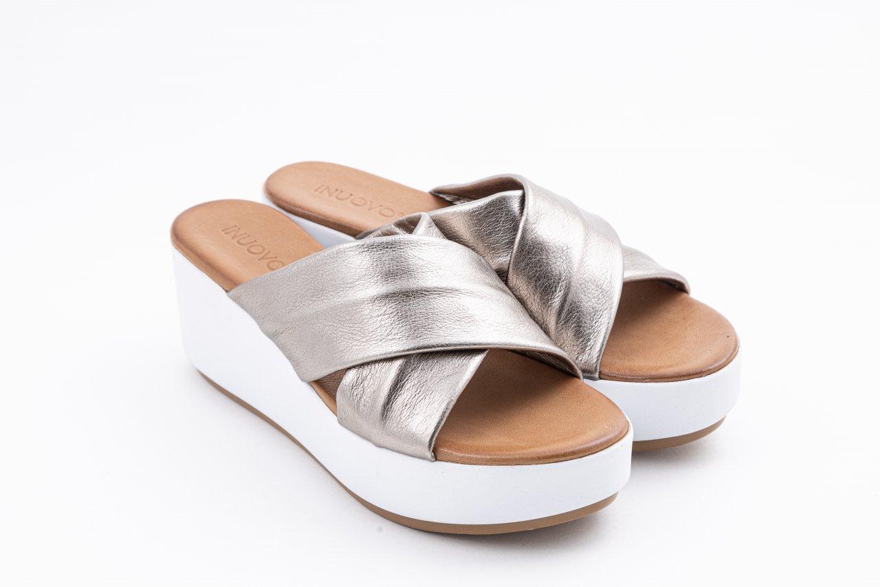 Inuovo Pantolette braun metallic